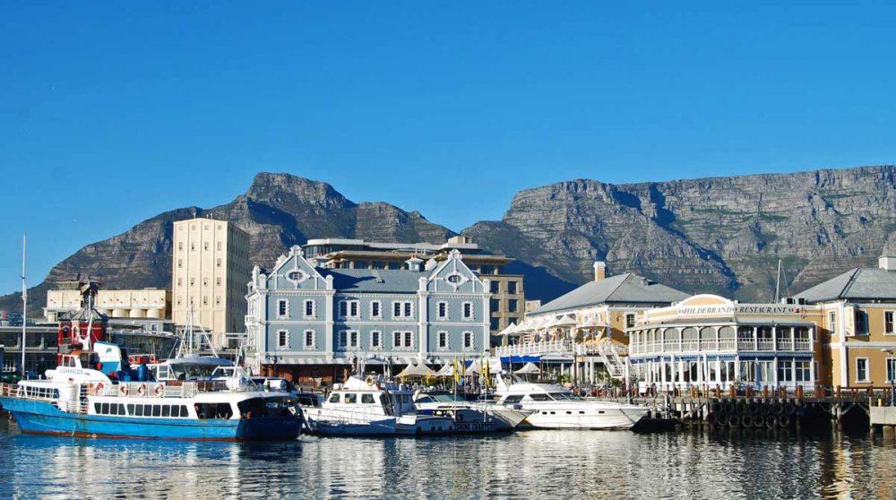 Le port de Cape Town et la montagne de la Table