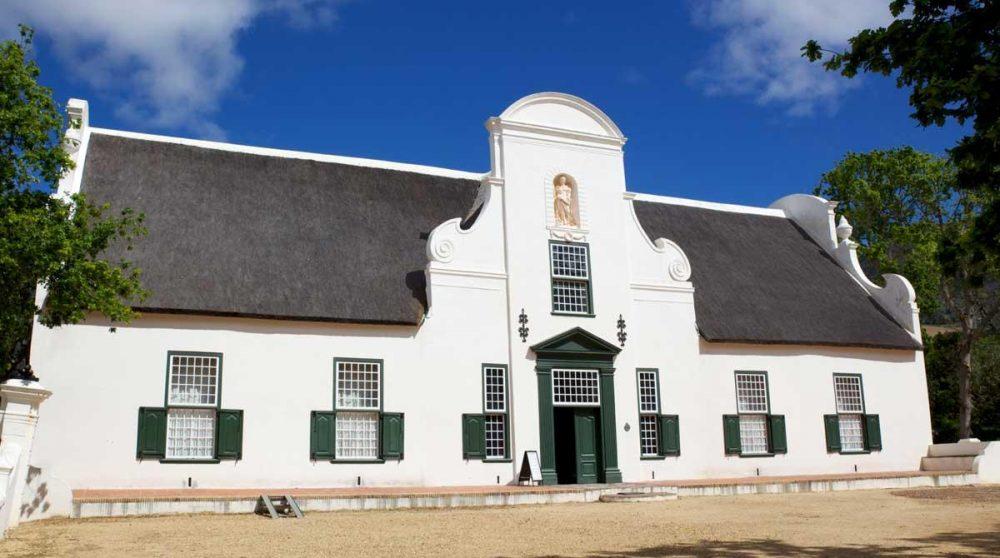 Arctitecture cape-dutch d'une propriété viticole