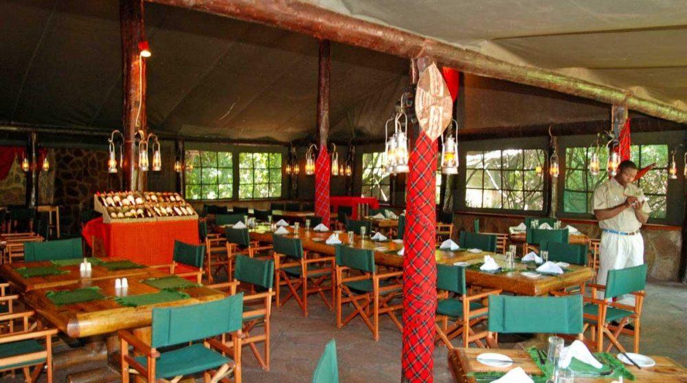 Vue sur le restaurant dans le Masai Mara