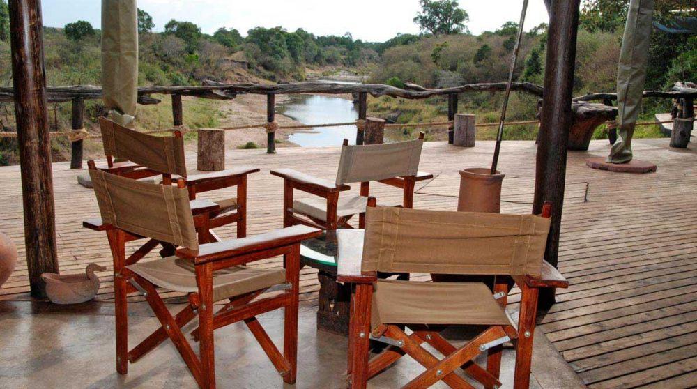 Vue sur la rivière depuis la terrasse au Kenya