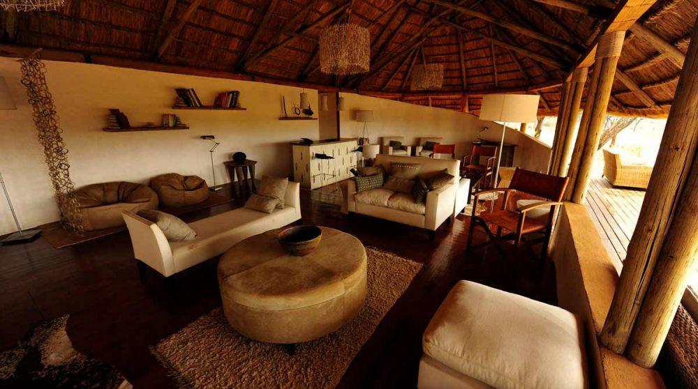 Canapés dans le salon en Tanzanie