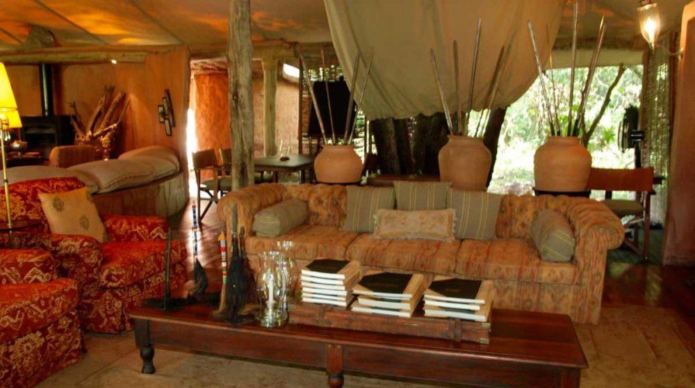 Salon sous une tente au Kenya