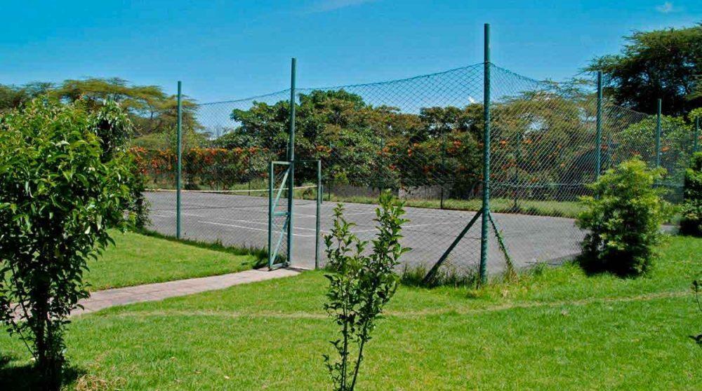 Un court de tennis au Lac Naivasha