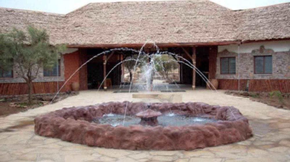 Une fontaine à l'entrée à Amboseli