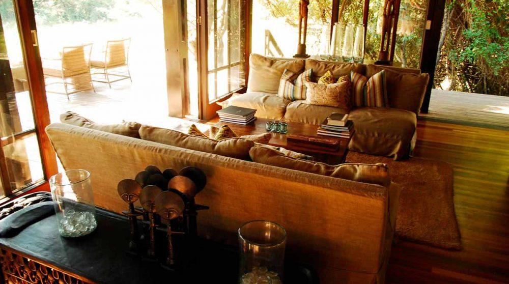 Le salon donnant sur la terrasse dans le Kwazulu Natal