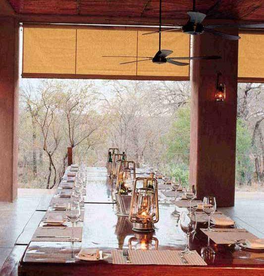 Table sur la terrasse en Afrique du Sud