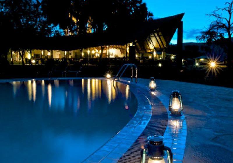 La piscine le soir à Samburu