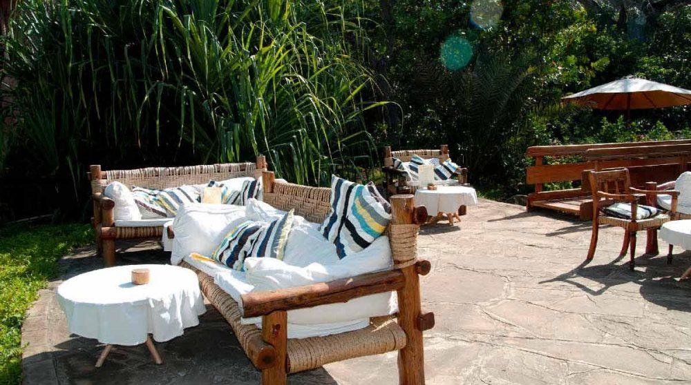 La terrasse de l'hôtel au Kenya