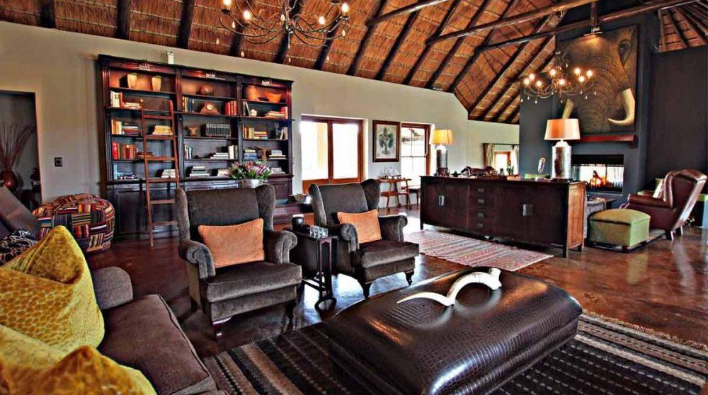 Autre vue du salon de l'Amakhala Hlosi Lodge