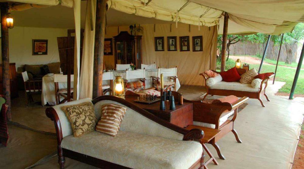 Un salon sous une tente du Cottars 1920