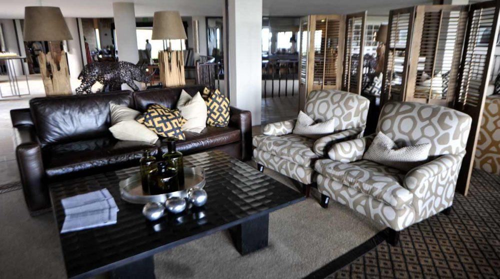 Un salon du Four Seasons Safari Lodge
