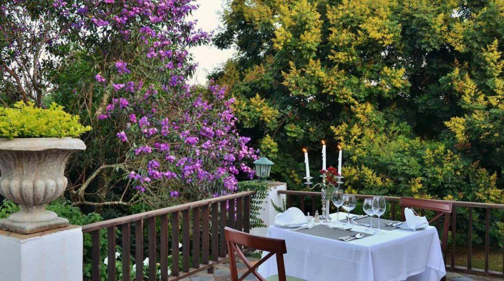 Déjeuner sur la terrasse au Highgrove House
