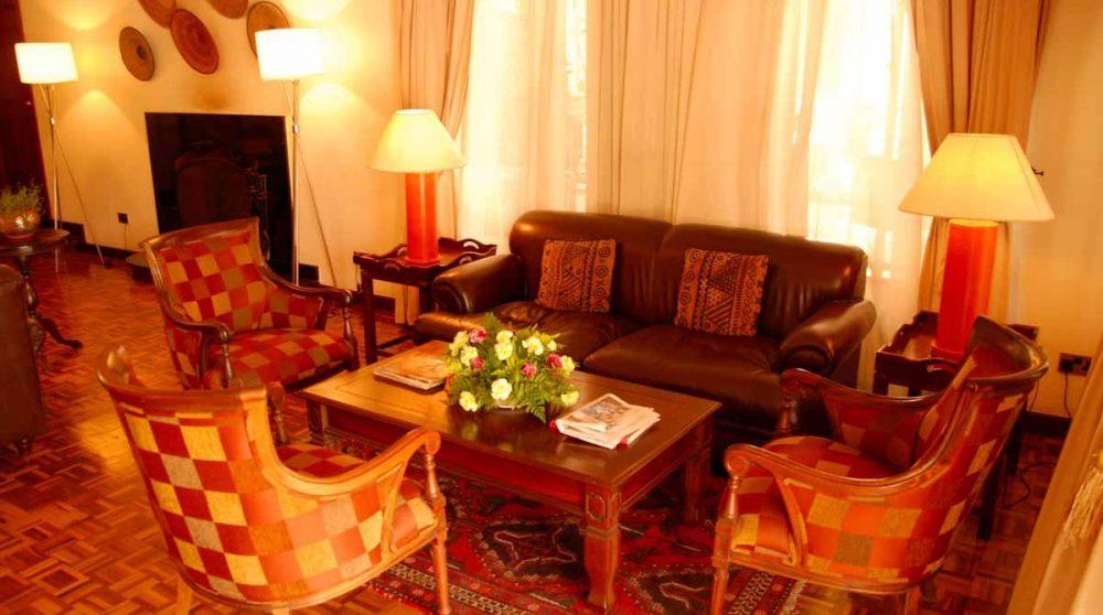 Salon avec cheminée au House of Waine