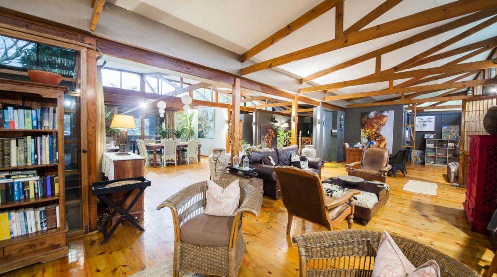 Autre vue du salon du Makakatana Bay Lodge
