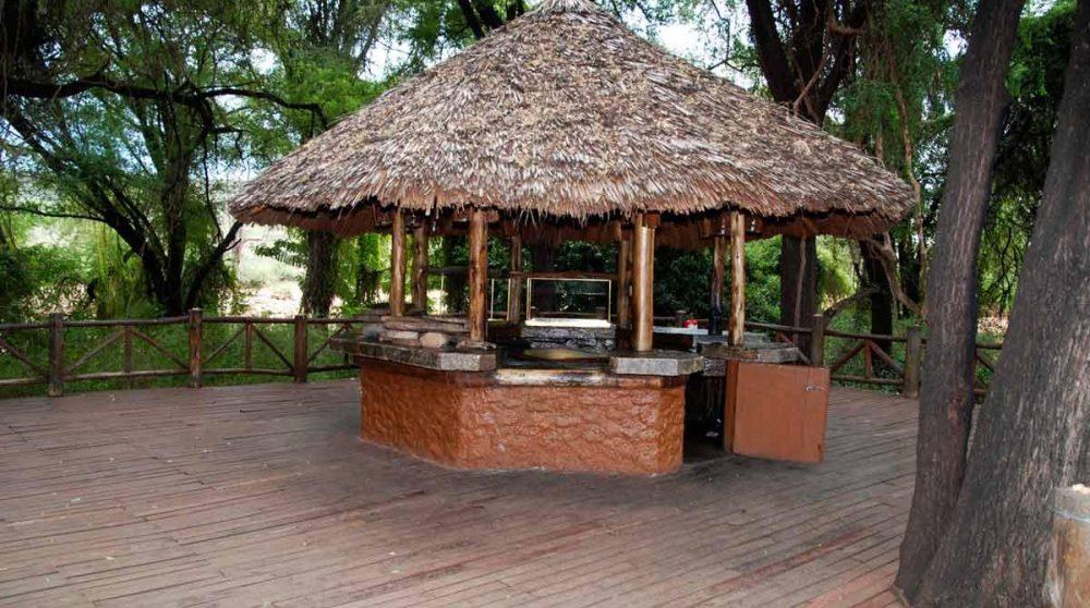 Bar extérieur du Samburu Intrepids