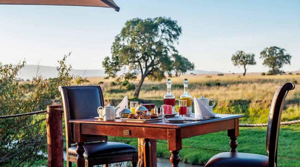 Petit-déjeuner sur la terrasse du Sand River Masai Mara