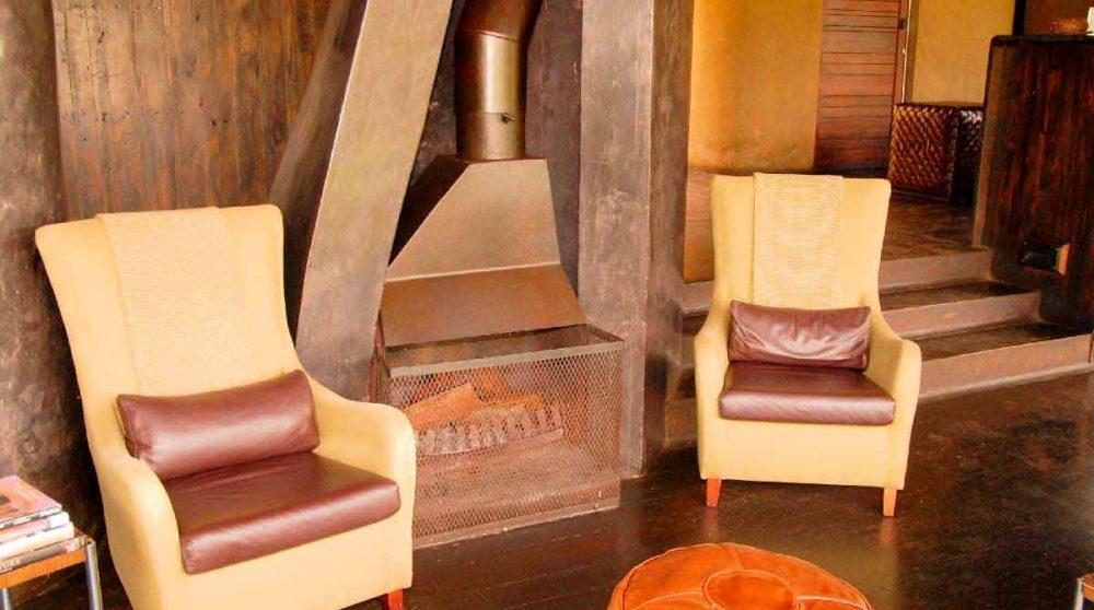 Fauteuils dans un salon du Singita Sweni