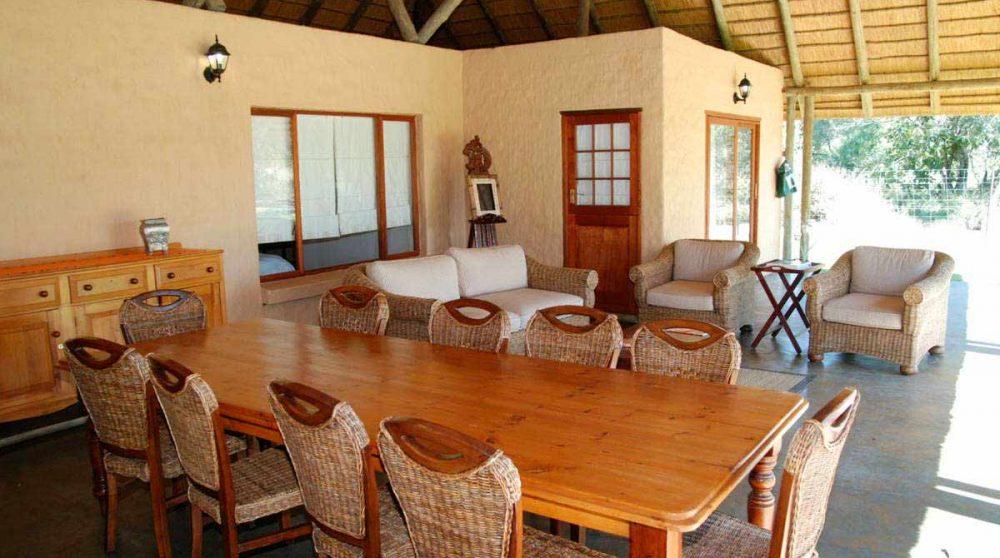 La salle à manger du Tintswalo Manor House