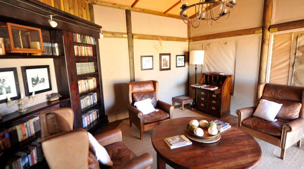 Autre vue du salon au Wolwedans Dunes Lodge