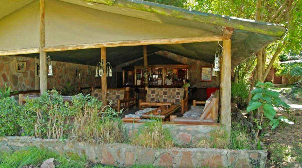 Le salon dans le jardin au Kenya
