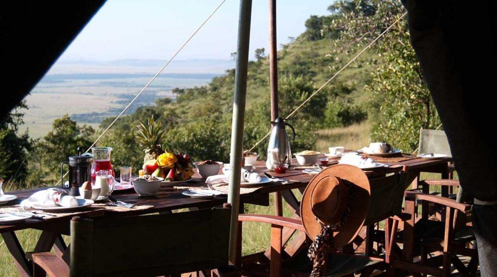 Petit-déjeuner face à la nature au Kenya
