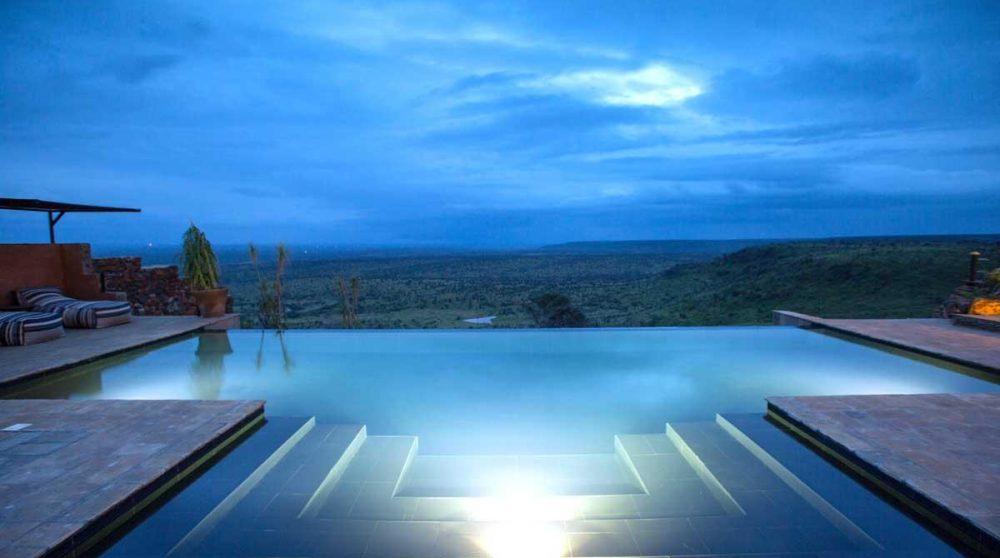 La piscine vue de nuit au Kenya