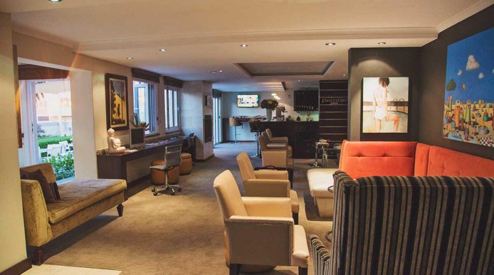 Le salon et le bar