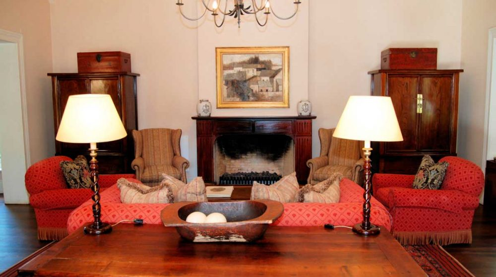 Un autre salon avec canapé et fauteuils en Afrique du Sud