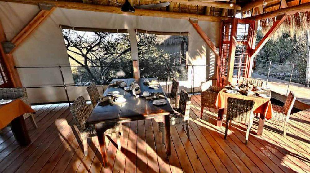 Tables au restaurant en Namibie