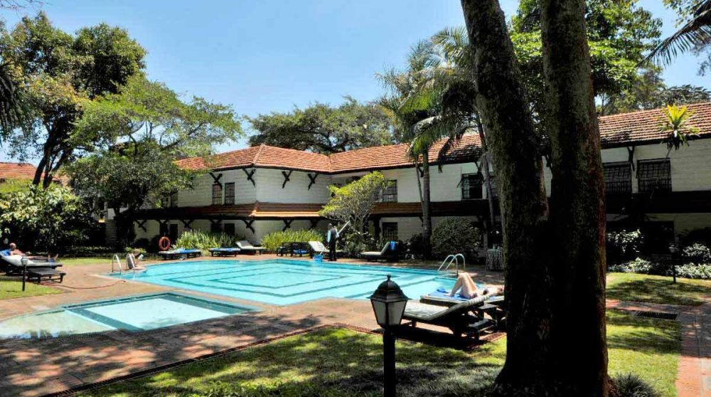 Le jardin avec la piscine au Kenya