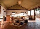 Salon sous une tente dans le parc du Serengeti