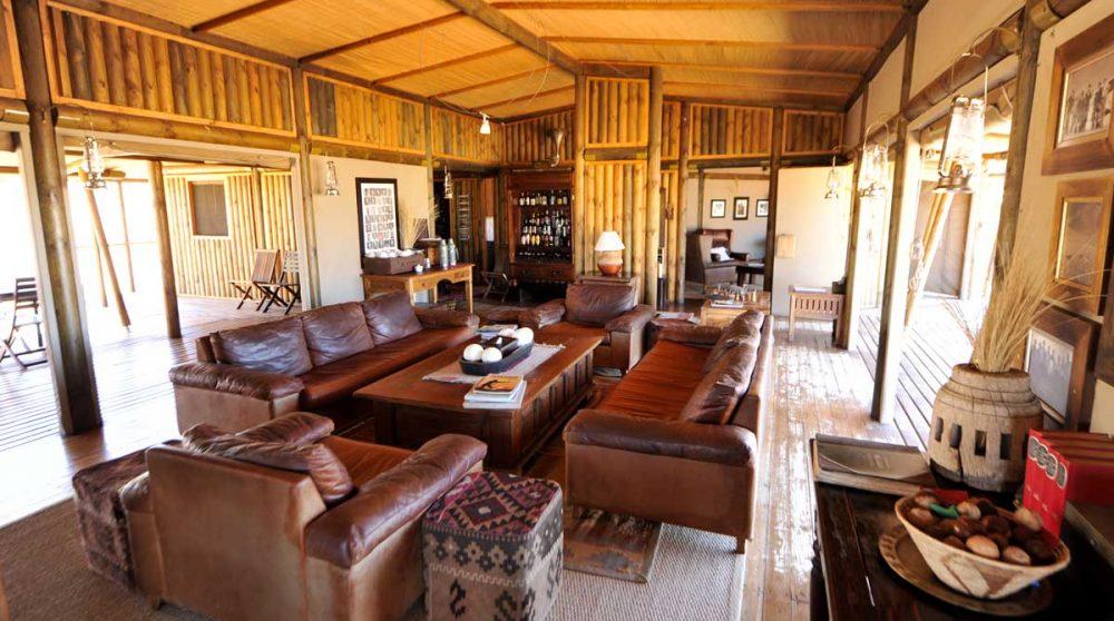 Canapés et fauteuils au salon