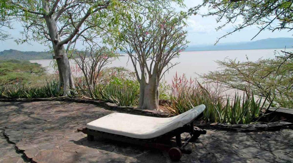 Chaise longue sur la terrasse