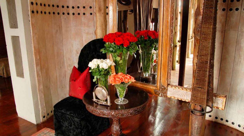 Bouquets fleuris dans le salon