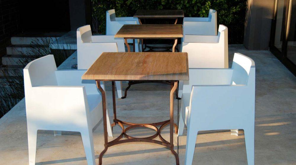 Tables sur la terrasse