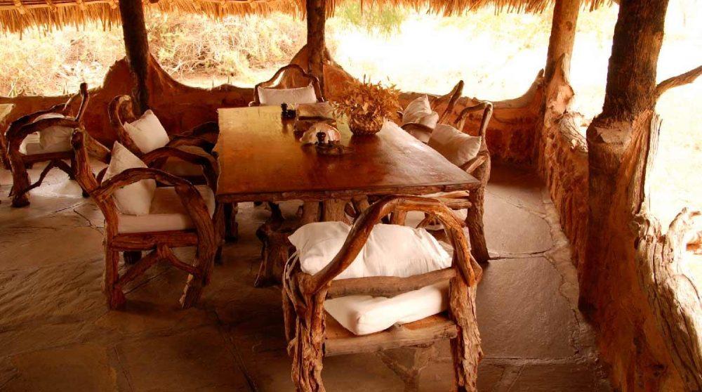 Une table pour déjeuner