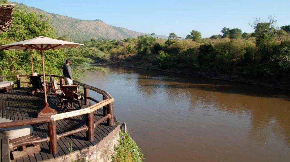 La rivière près de l'hôtel dans le Masai Mara