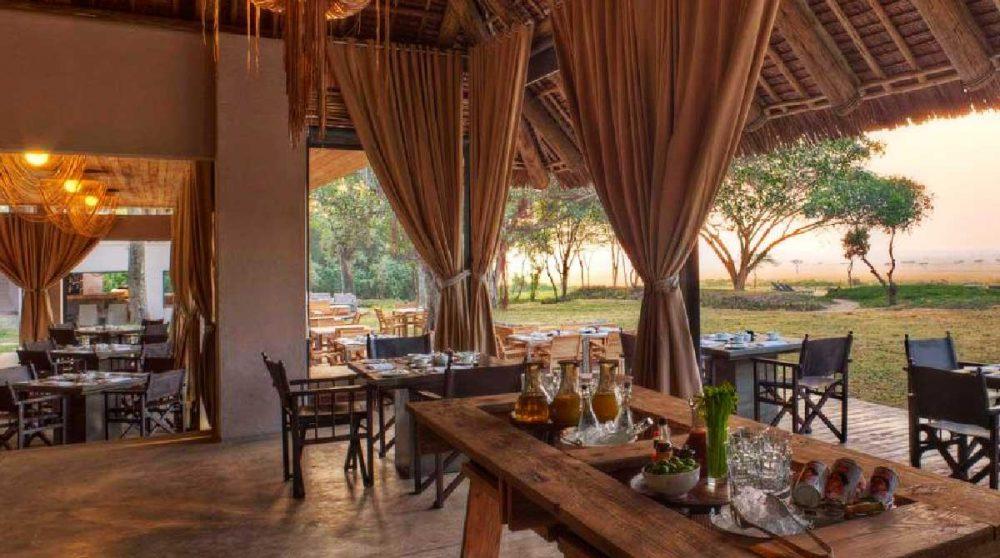 Le restaurant ouvert sur la terrasse au Kenya