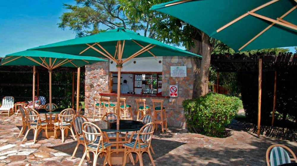 Le bar de la piscine dans le Masai Mara