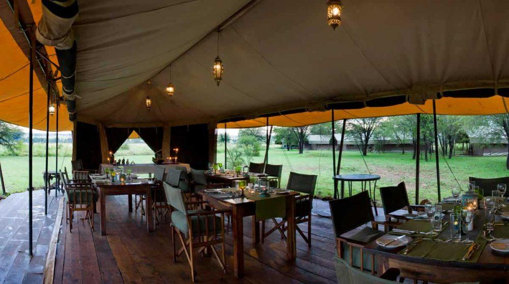 Vue du restaurant dans le Serengeti