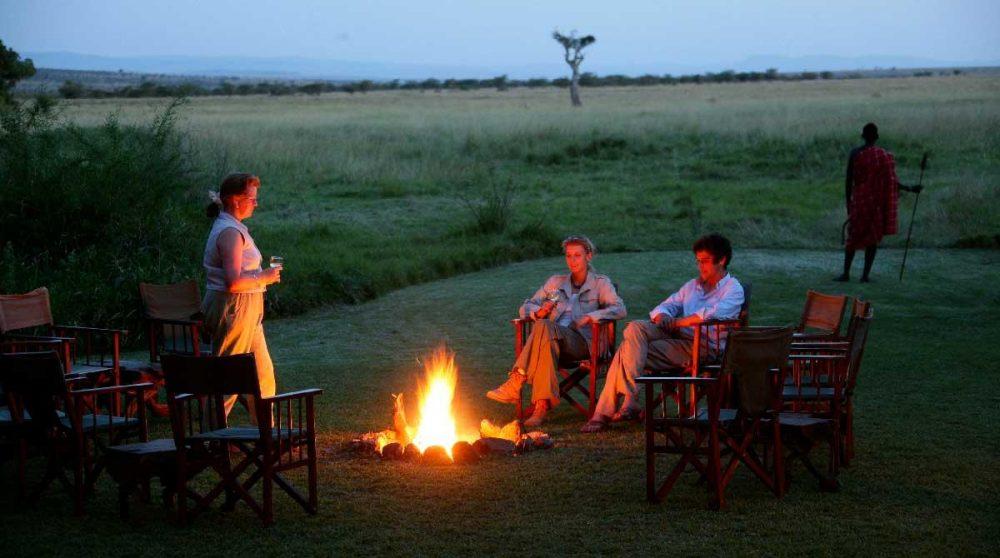 Un feu de camp dans le jardin dans le Masai Mara