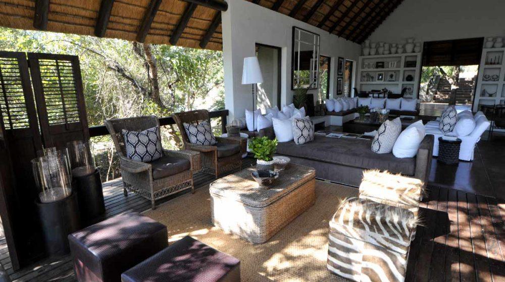 Le salon vue depuis la terrasse en Afrique du Sud