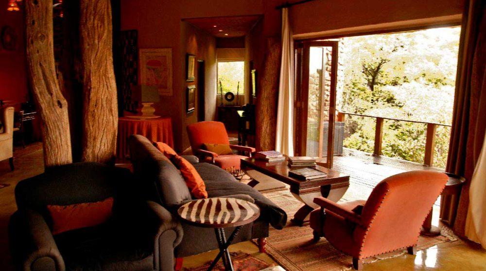 Le salon avec un balcon à Madikwe