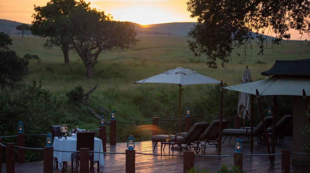 Dîner romantique sur une terrasse au Kenya