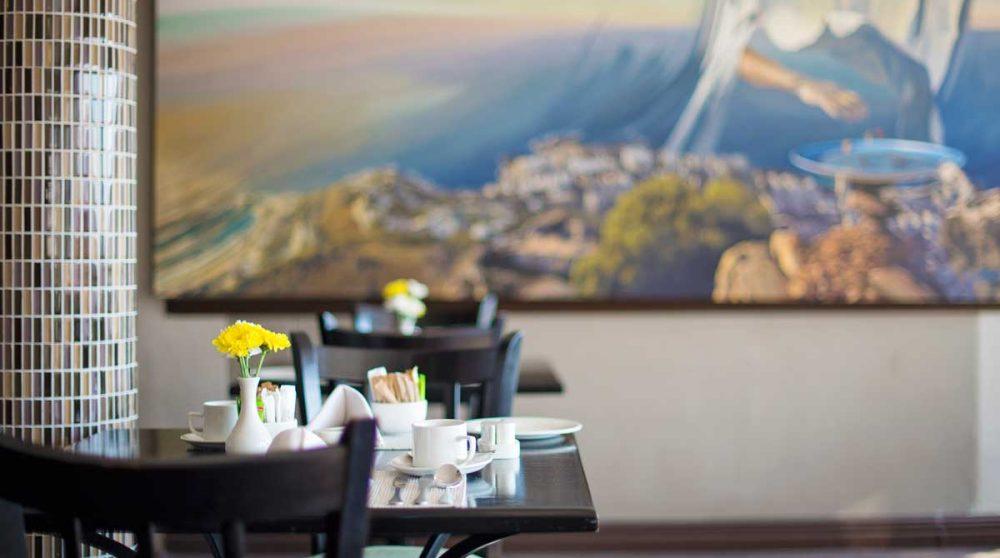 La salle à manger à l'heure du petit-déjeuner