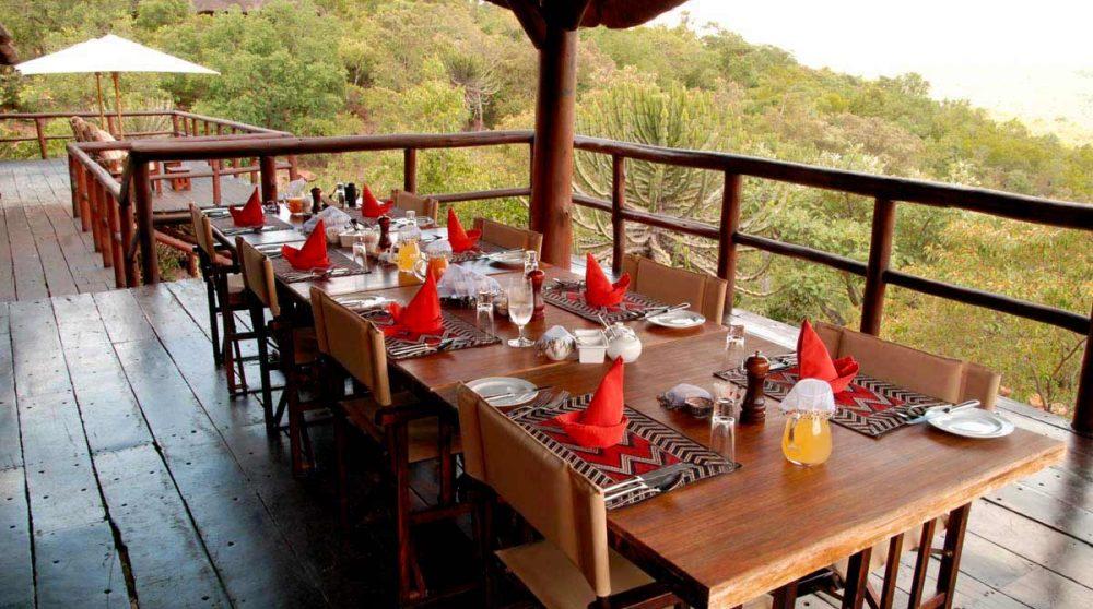 Repas sur la terrasse près du Welgevonden Private Game Reserve