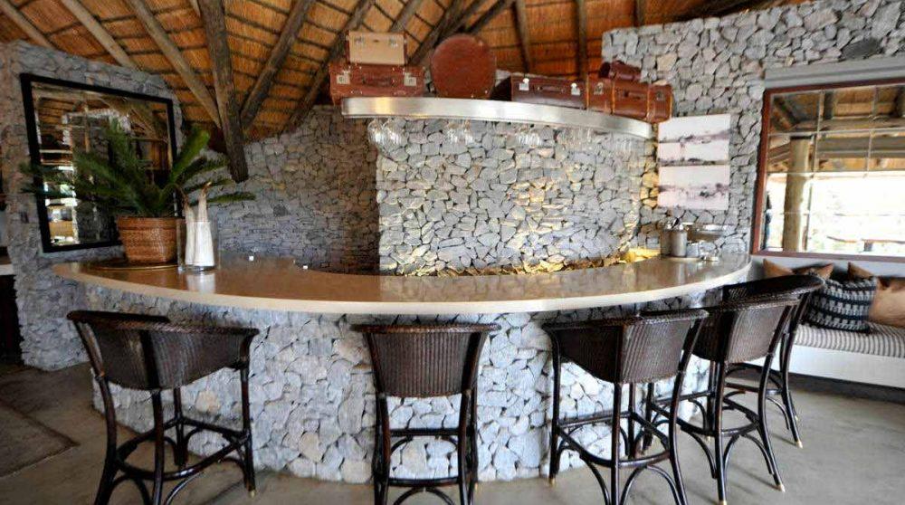 Le bar de l'hôtel à Londolozi