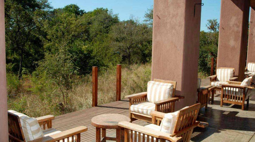 Fauteuils sur la terrasse en Afrique du Sud