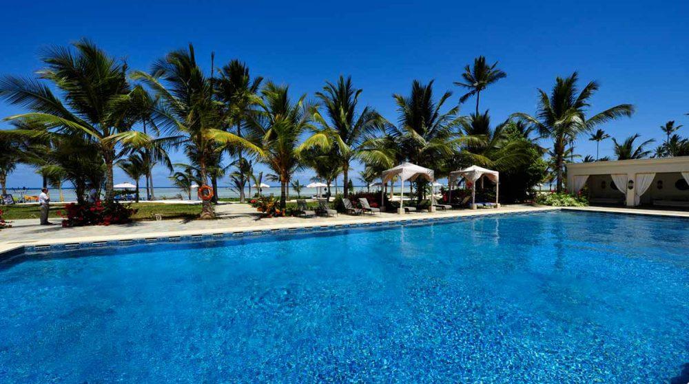 La piscine de l'hôtel en Tanzanie