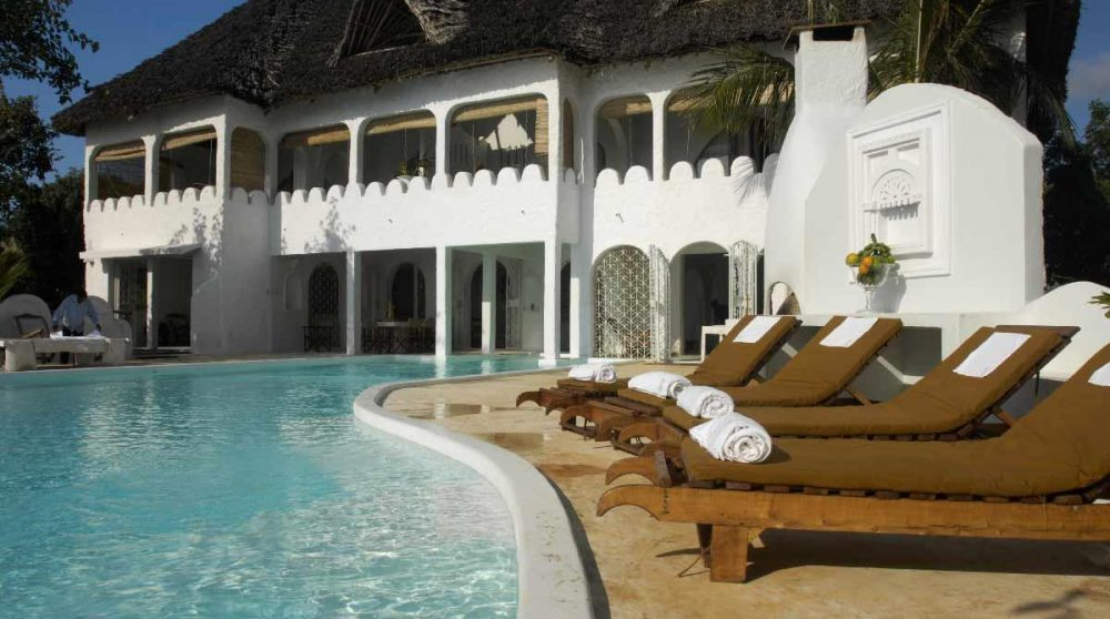 La piscine de l'établissement à Mombasa